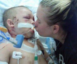 Mother kisses Tyler Jett